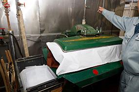 革・毛皮のクリーニング工程2