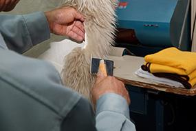 革・毛皮のクリーニング工程3